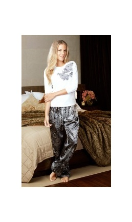 Kerry - this satin deluxe pyjama set features a subtle and sophisticated baroque print pant teamed with an off white ¾ sleeve cotton elastane top.  Th